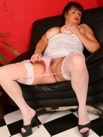 Hot short haired bbw hottie in white stockings and outfit spreads that big ass