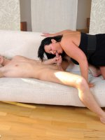 Young dude stretches fat brunette?s wet smoothie