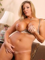 BBW hottie Sara Jay spreading that nice clean shaved pussy