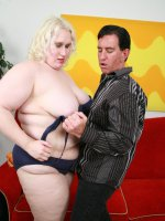 Hot fat babe getting her face hole wet with jizz