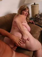 Mature BBW Deedra spreading her ass wide and takes cock shoving in her cunt doggy style live