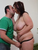 Guy stretches his plump girlfriend's wet snatch with fingers