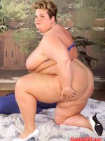 Chubby Sinclair in blue lingerie showing her shaved pussy