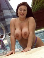 Chubby big boob Betty Boob posing nude by the pool touching herself