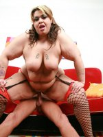 Upcoming plumper model Tasha Starzz jacks up her career by fucking a chubby chasing movie producer
