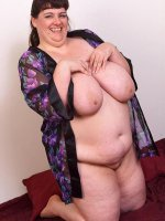 Busty bbw hottie playing around with her huge natural tits and shaved hole