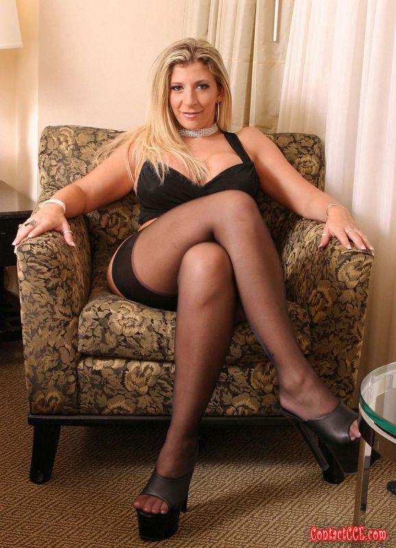Zoey kush sucking cock