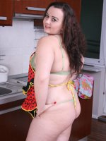 Deliicious young BBW shows her perfect round body