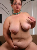 Sexy bbw Shianna buff a huge fat dick with her lips and take it deep into her fat muff