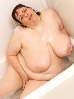 Naughty Milf BBW Sincerely Yours is having fun exposing herself in tub