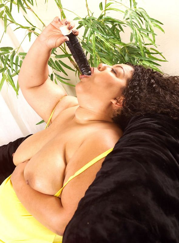 BBW Dios teases by sucking a dildo as she shows off her ...