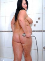 Young fat babe shows her boobs and pussy in shower