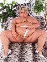 Sweet milf BBW Sinclair masturbating and holding her sweet big melons