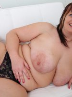 Plump young model finger-fucking her wet pinkie