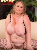 Plumper in black fishnet stretches her smoothie