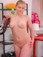 Innocent teenage plumper shows her curvaceous body