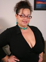 Bbw babe Shianna fondling with her fat titties while humping on top of a huge knob
