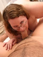 Pretty fatty trying to deep throat a huge knob
