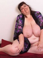 Lusicious BBW milf Sincerely Yours is showing her huge tits and fat legs