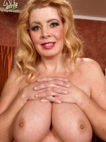 Mature Jugs Lady - Arowyn White - Natural Boobs