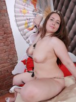 Fat cutie stuffs her juicy snatch with rubber toy