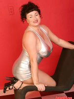 Chubby goddess Betty Boob looks amazing in short silver mini skirt