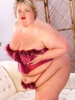 Chubby cutie milf Sinclair in feather red lingerie showing her huge tits