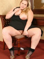 Christina Curves playing with that chubby nice shaved pussy