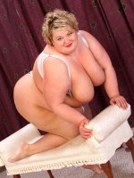 Sexy bbw hottie playing with her massive tits and hot shaved pussy