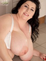 No Bra Can Hold Those For Long!! – Natalie Fiore – BBW