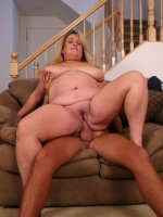 Pretty blonde bbw Jenna spreading her fat thighs and taking cock cramming in her pussy