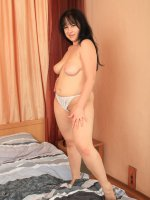 Young fat ho takes her jeans off and shows perfect body
