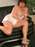 Thick slut on her couch playing with her tits and pussy