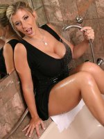 Chubby mature Sara Jay poses naked while shaving her nice legs