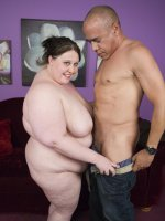 Cute plumper Jelli Bean shows off her dirty side and seduces a horny guy with a huge wang