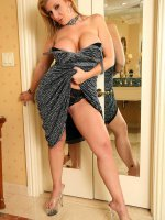 Gorgeous milf BBW Sara Jay seducing and exposing her thick sweet legs