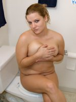 Plumper gets all naked and masturbates in the loo