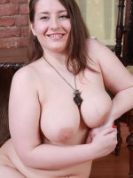 Exciting erotic show from a curvaceous young fatty