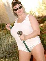 BBW hottie Betty Boob outdoors watering her garden