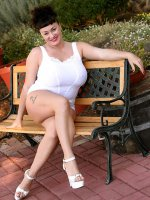 Betty Boob outdoors getting naked and teasing you with that hot bbw body