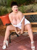 Bbw hottie Betty Boob showing he nice wet pussy and boobs outdoors