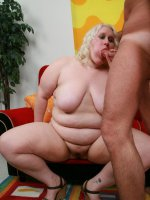 Blonde bbw Tina Rose enjoys muff diving and intensive cock drilling from a horny guy