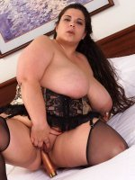 Stunning mature bbw hottie fucking her huge boobs and hot wet pussy